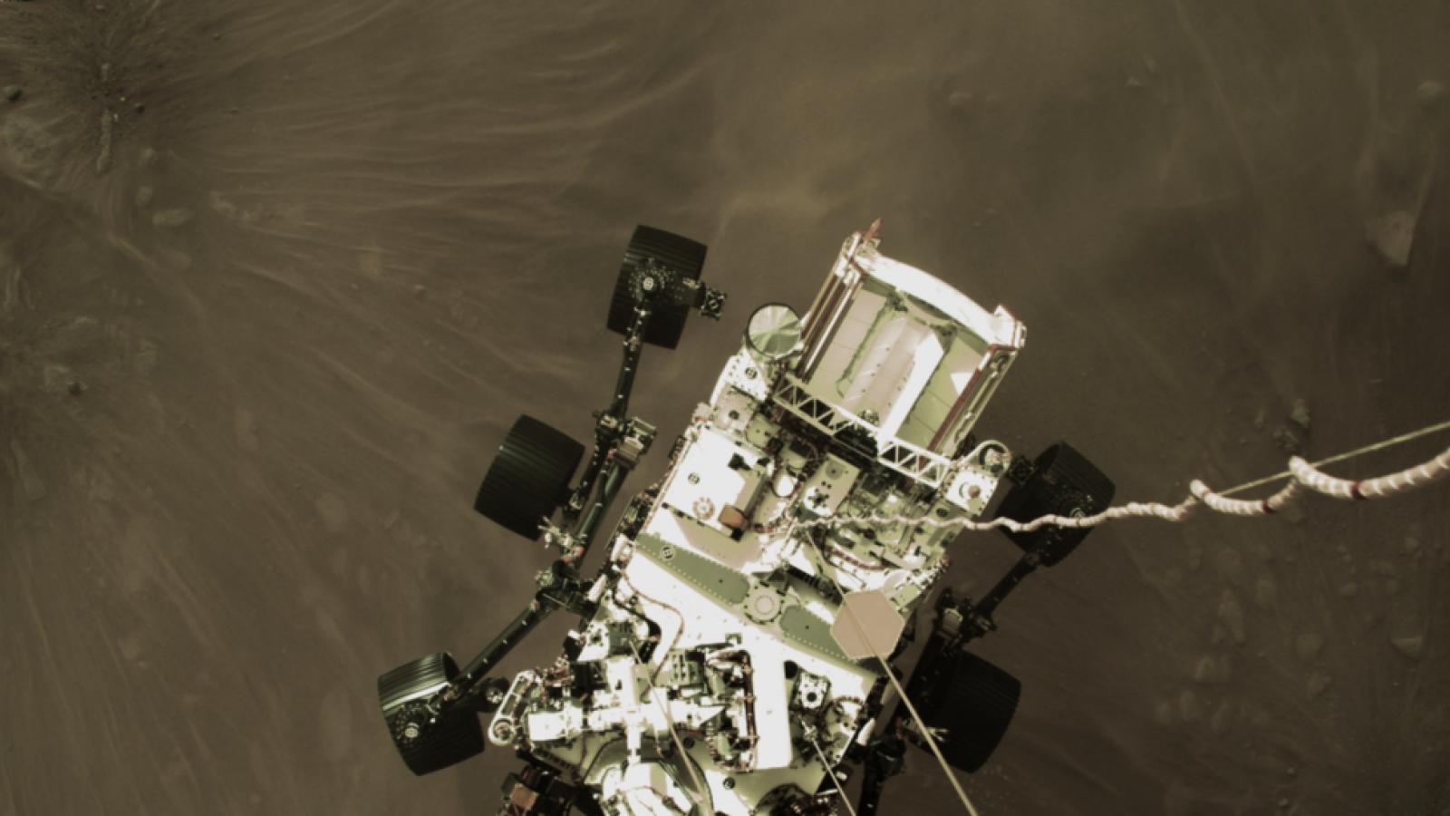 NASA công bố video hạ cánh ấn tượng và những âm thanh đầu tiên trên sao Hỏa