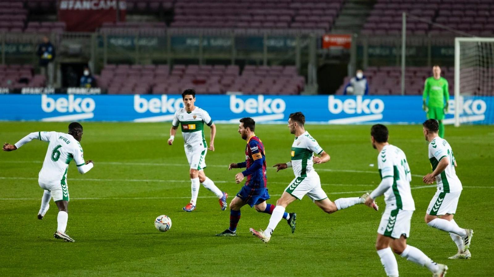 """Messi thăng hoa, Barca thắng """"giải khát"""" trước Elche"""