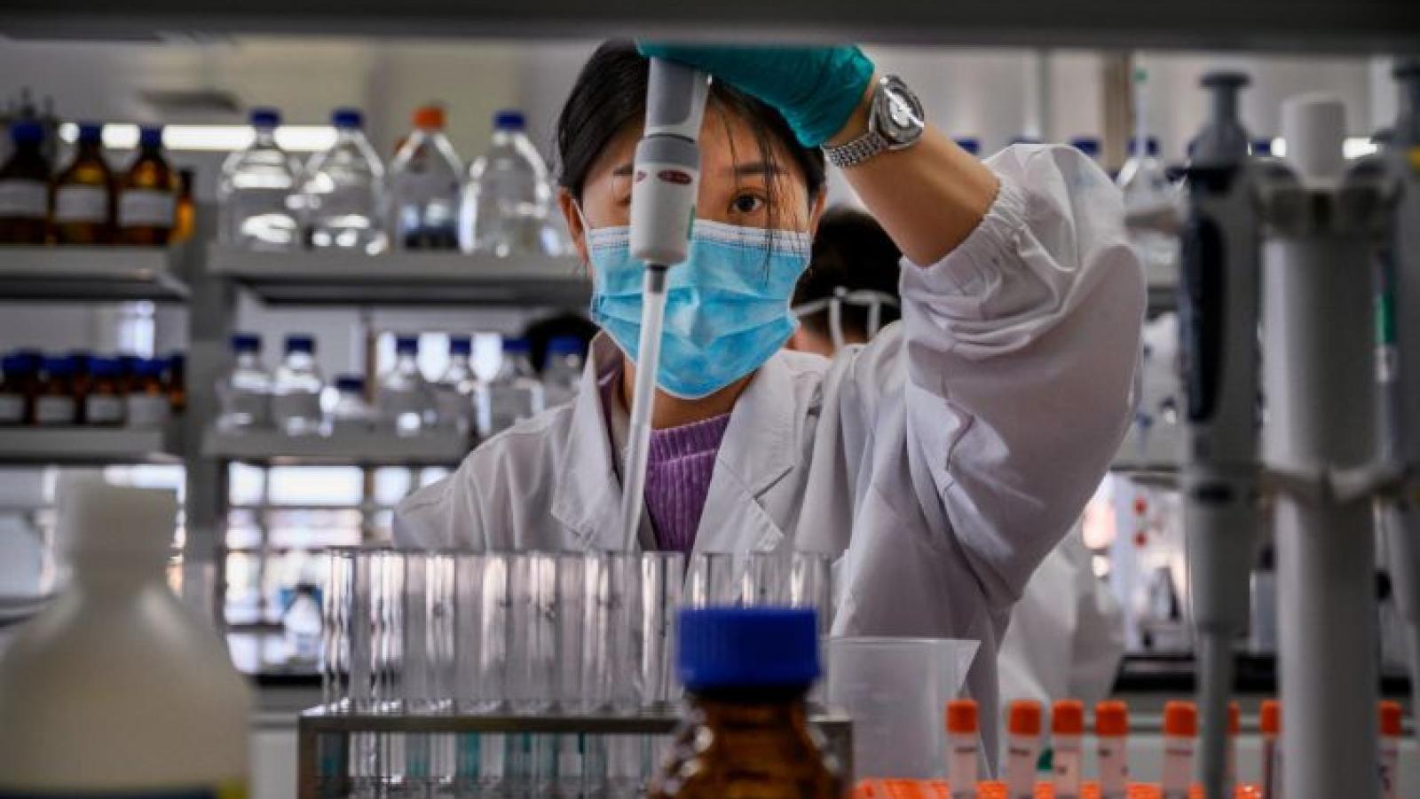Trung Quốc tặng bổ sung 100.000 liều vaccine Sinovac cho quân đội Philippines