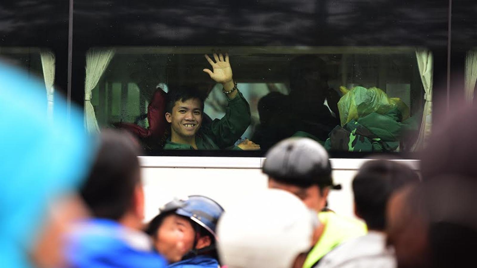 1.400 tân binh Hà Tĩnh lên đường nhập ngũ