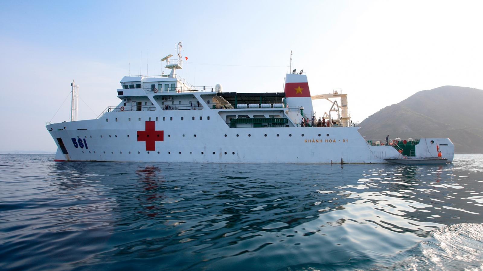 Tàu 561- Bệnh viện di động giữa biển khơi