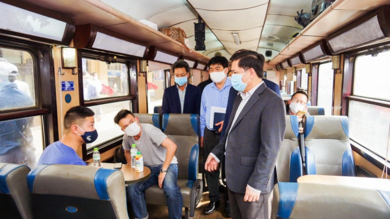 Bộ trưởng Nguyễn Văn Thể kiểm tra đột xuất bến xe Giáp Bát,ga Hà Nội