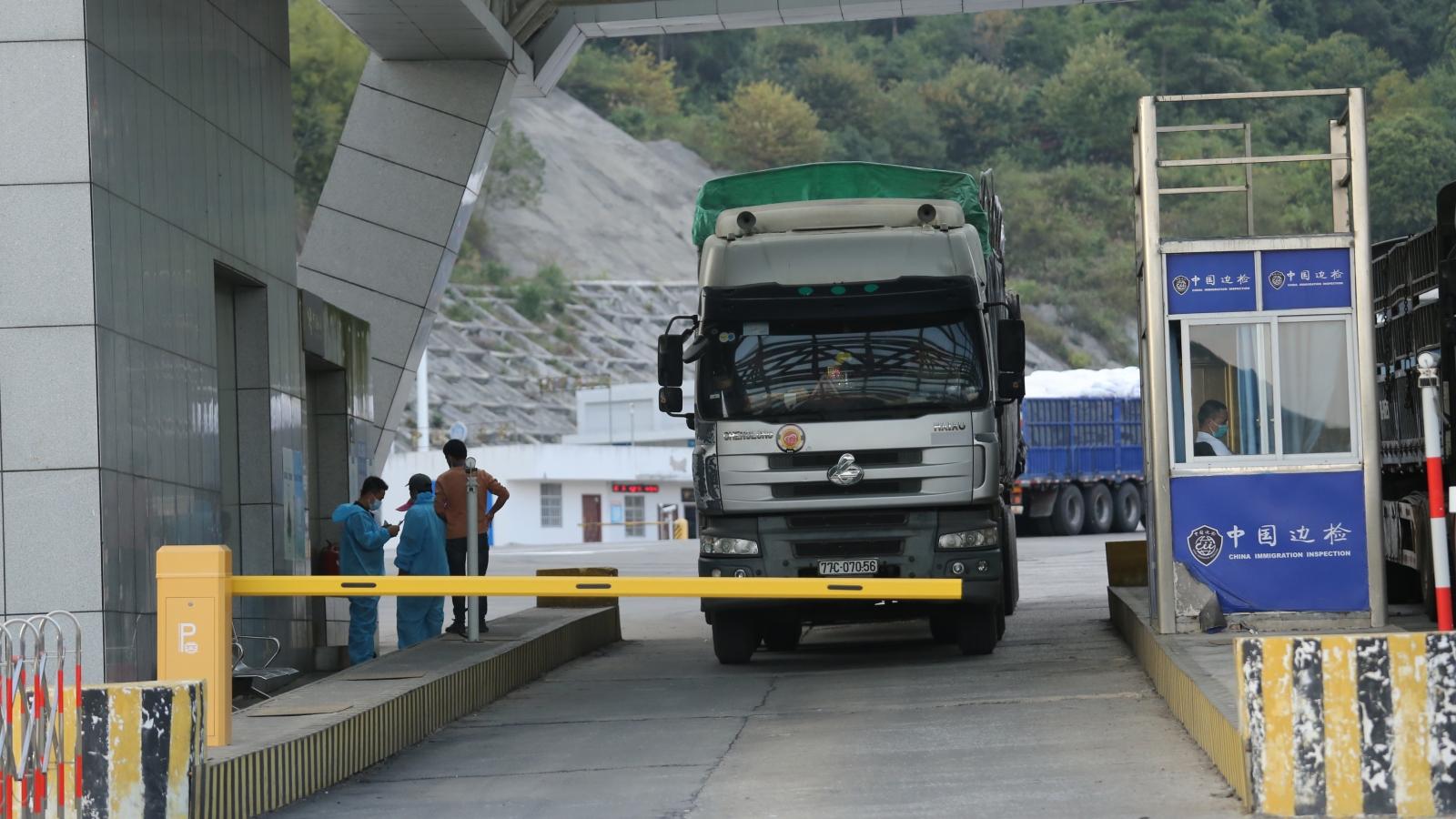 Lạng Sơn đẩy nhanh thông quan hàng hóa gắn với đảm bảo phòng chống dịch