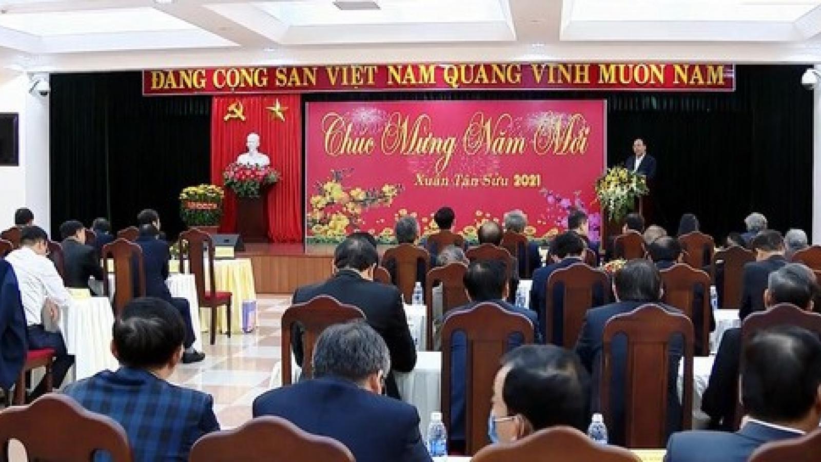 Thủ tướng Nguyễn Xuân Phúc chúc Tết cán bộ lão thành miền Trung