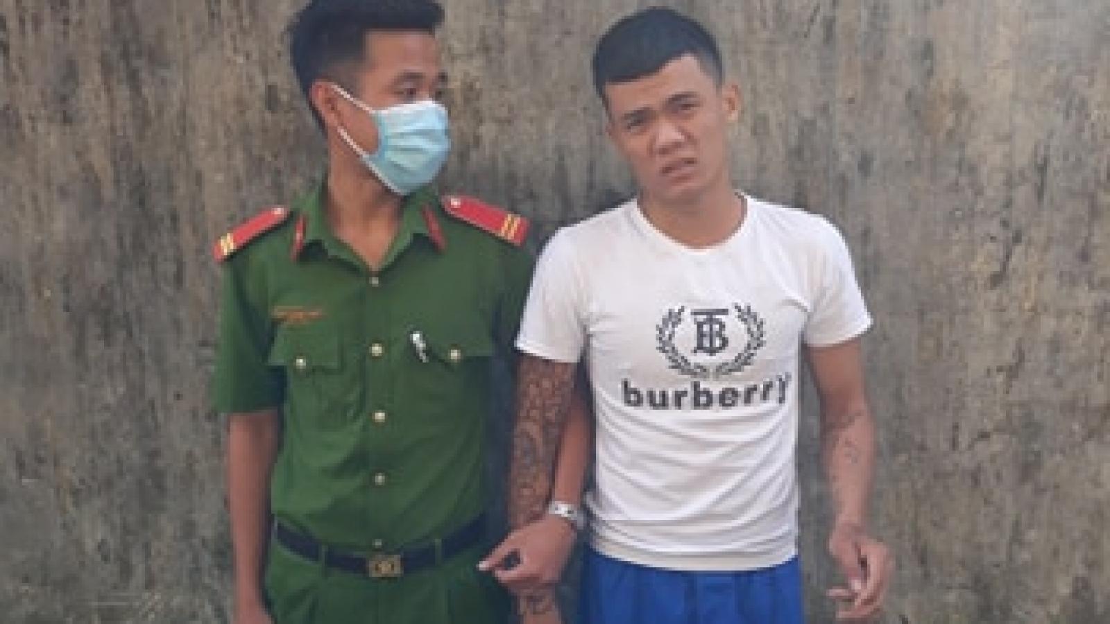 Thanh niên trộm vàng của dân bị bắt khi đang trốn dưới gầm giường