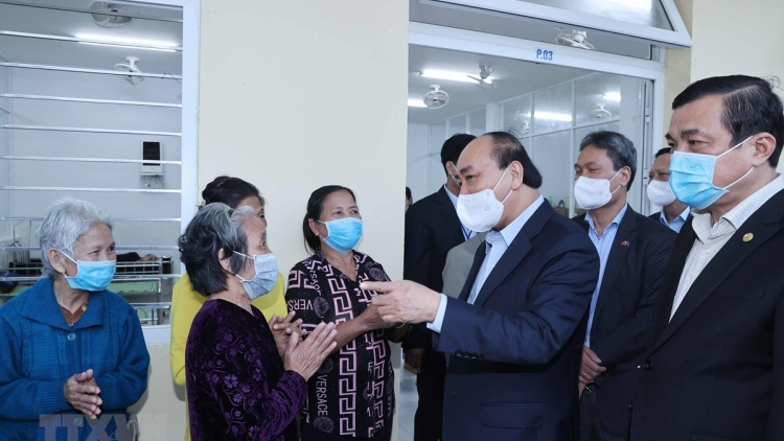Thủ tướng thăm và tặng quà tại Trung tâm bảo trợ xã hội tỉnh Quảng Nam