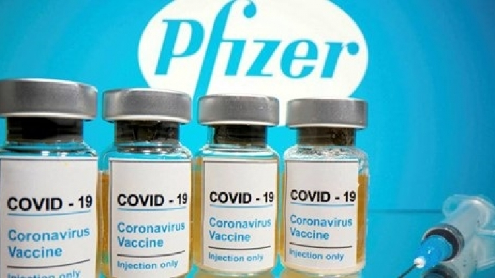 Vaccine Pfizer không gây nguy hiểm đối với người cao tuổi