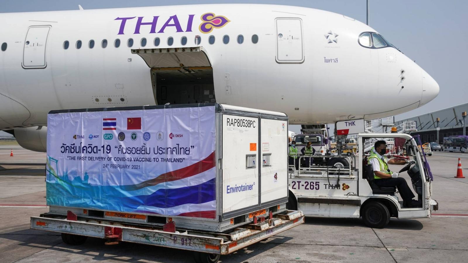 Thái Lan nhận lô vaccine Covid-19 đầu tiên