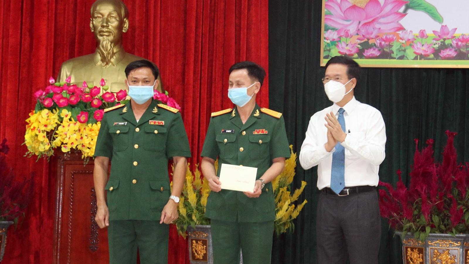 Thường trực Ban Bí thư Võ Văn Thưởng thăm chúc Tết cán bộ chiến sỹ Sư đoàn 9