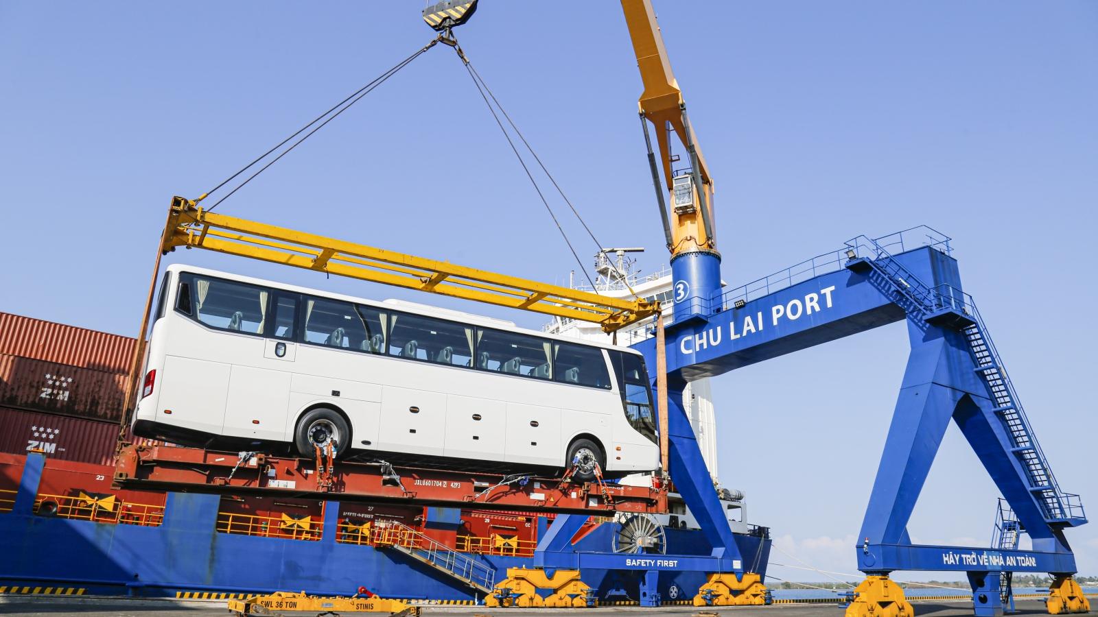 Trong một ngày, THACO đã xuất khẩu hơn 200 ô tô và linh kiện phụ tùng