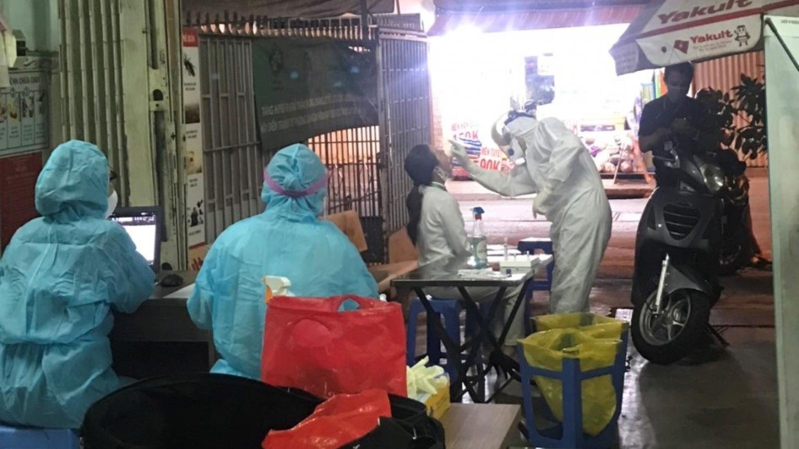 TPHCM lấy mẫu xét nghiệm lại cho các nhân viên sân bay Tân Sơn Nhất