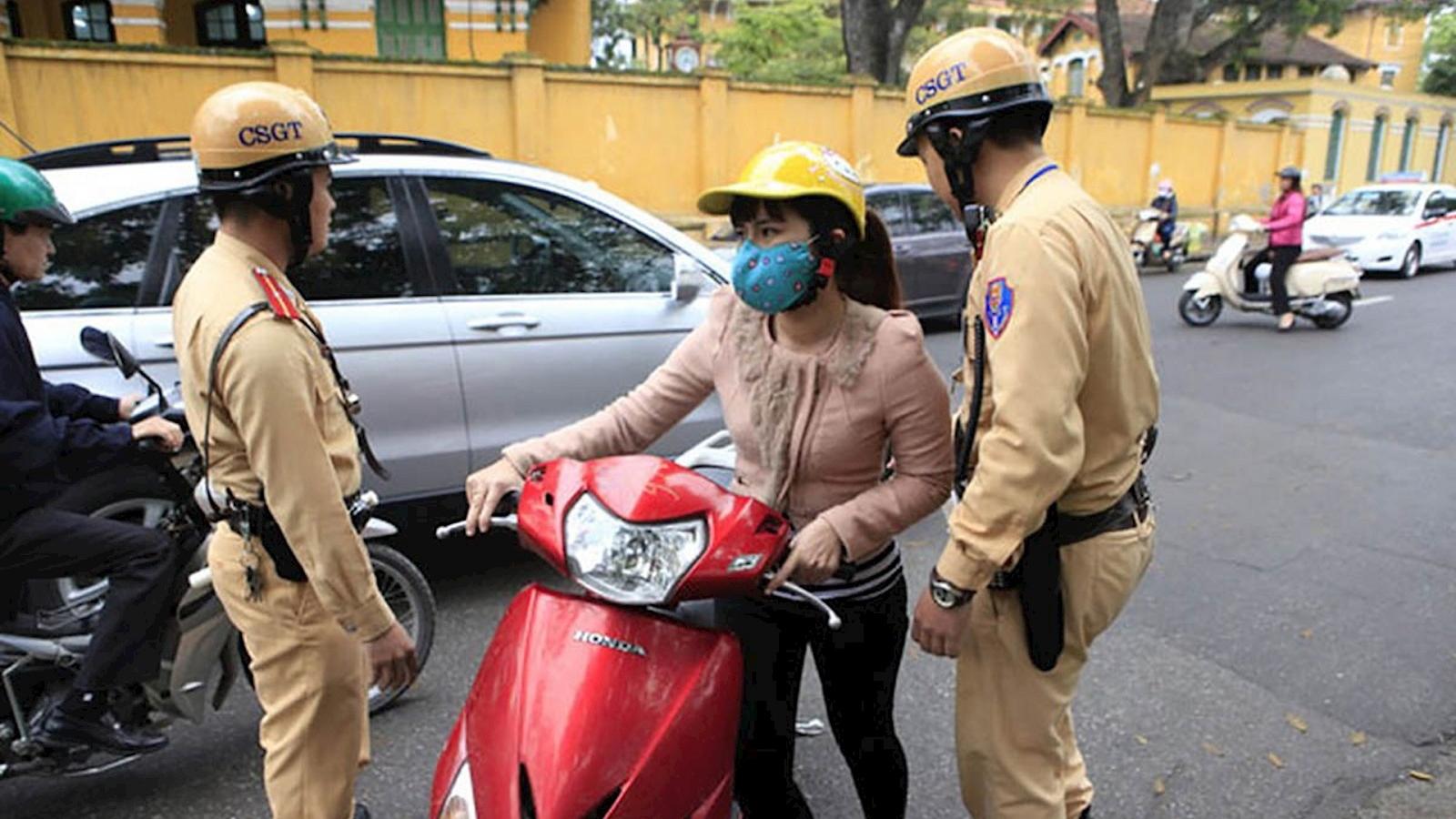 Đi xe không có gương chiếu hậu bị phạt như thế nào?