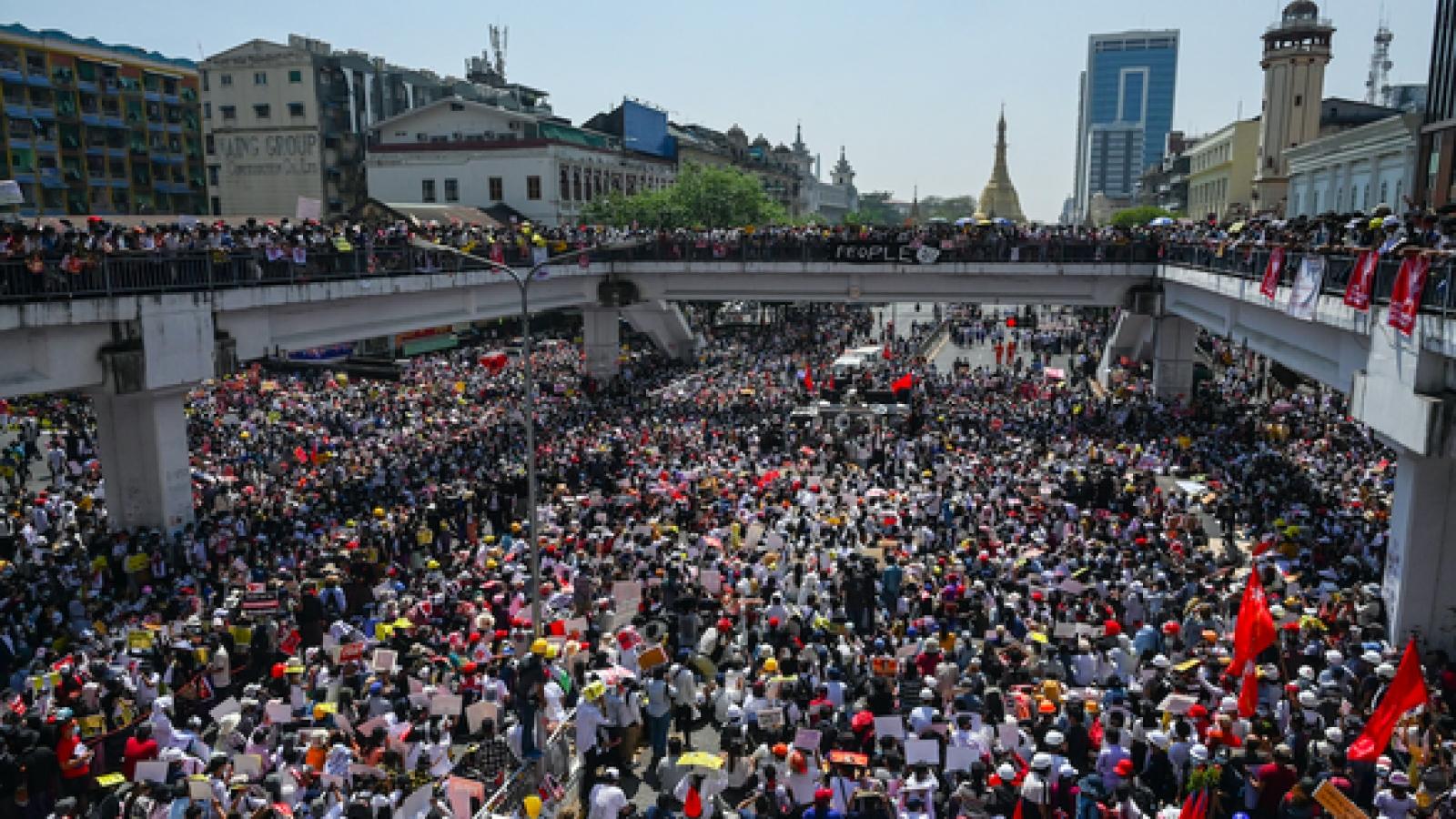 """Trung Quốc chỉ trích các """"tin đồn"""" phá hoại quan hệ nước này với Myanmar"""