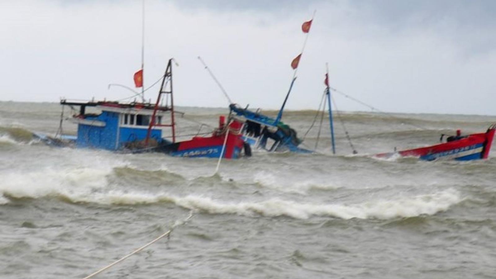 Tàu cá cùng 9 ngư dân bị tàu hàng đâm chìm trên biển, 2 người mất tích