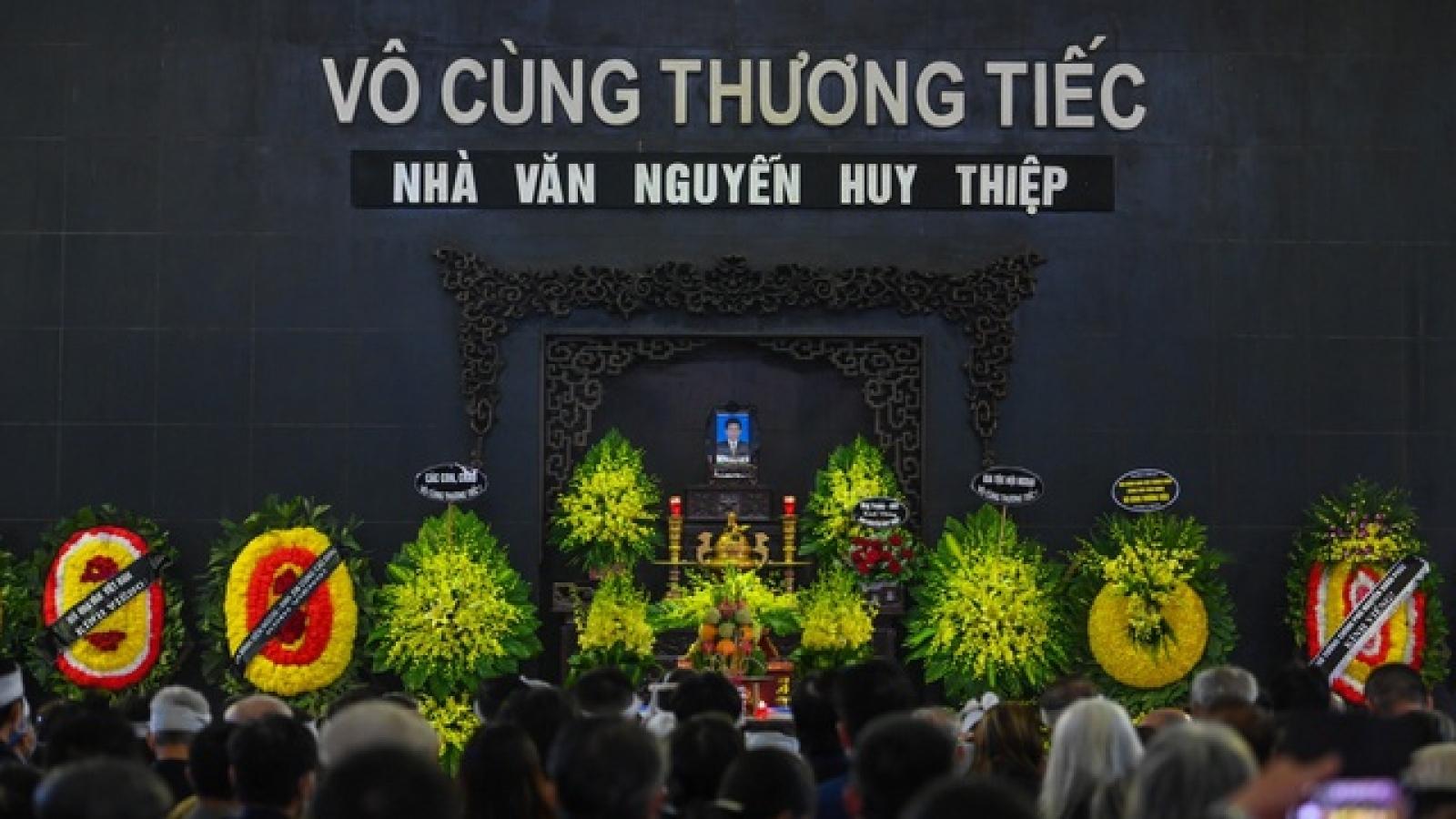 Đông đảo văn nghệ sĩ tiễn đưa nhà văn Nguyễn Huy Thiệp