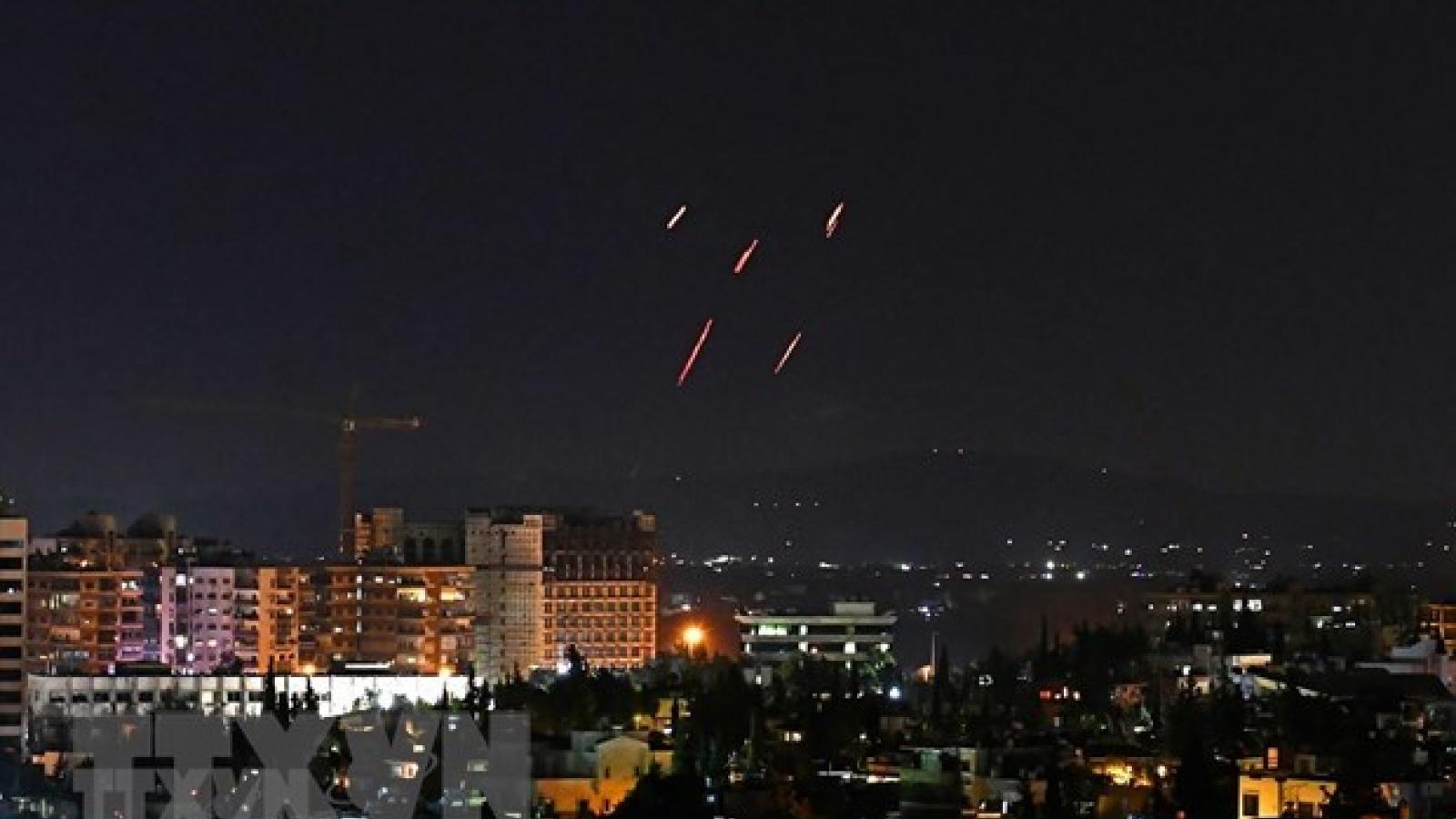 Video: Phòng không Syria đánh chặn mưa tên lửa nhằm vào thủ đô Damascus