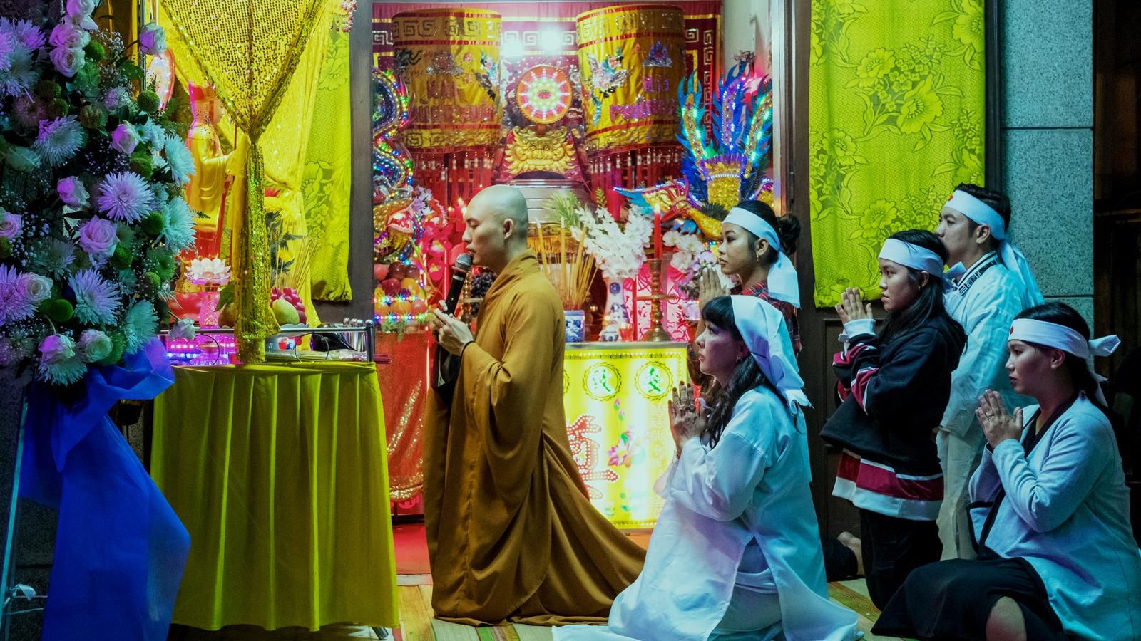 Đạo diễn người Mỹ làm phim về phong tục ma chay của Việt Nam
