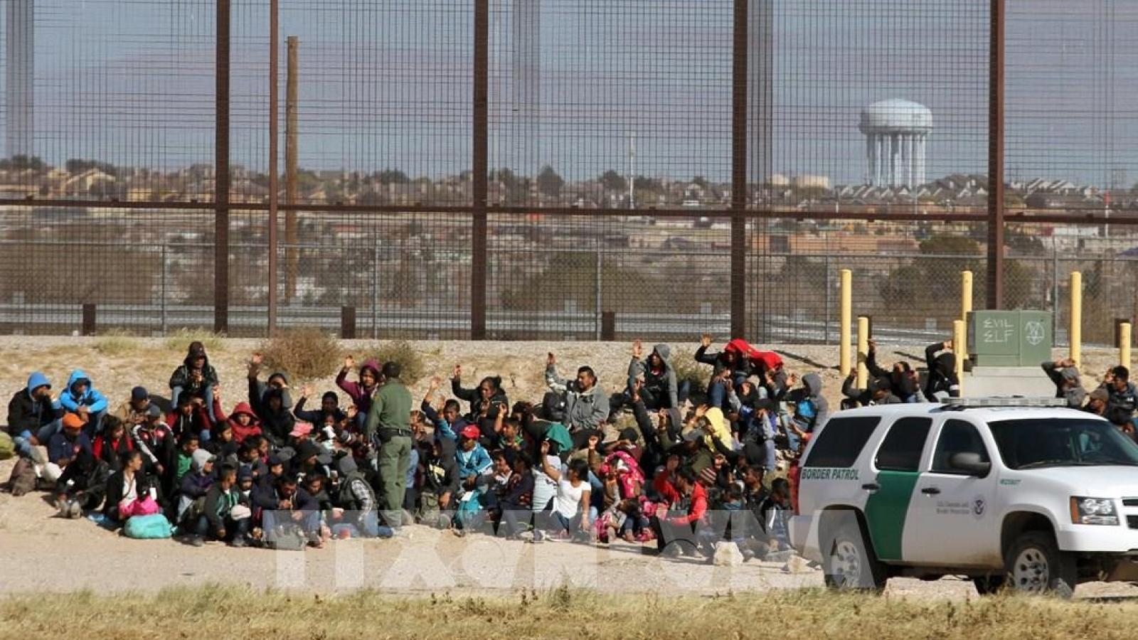 Chính phủ Mỹ nỗ lực đối phó với làn sóng người nhập cư ở biên giới phía Nam