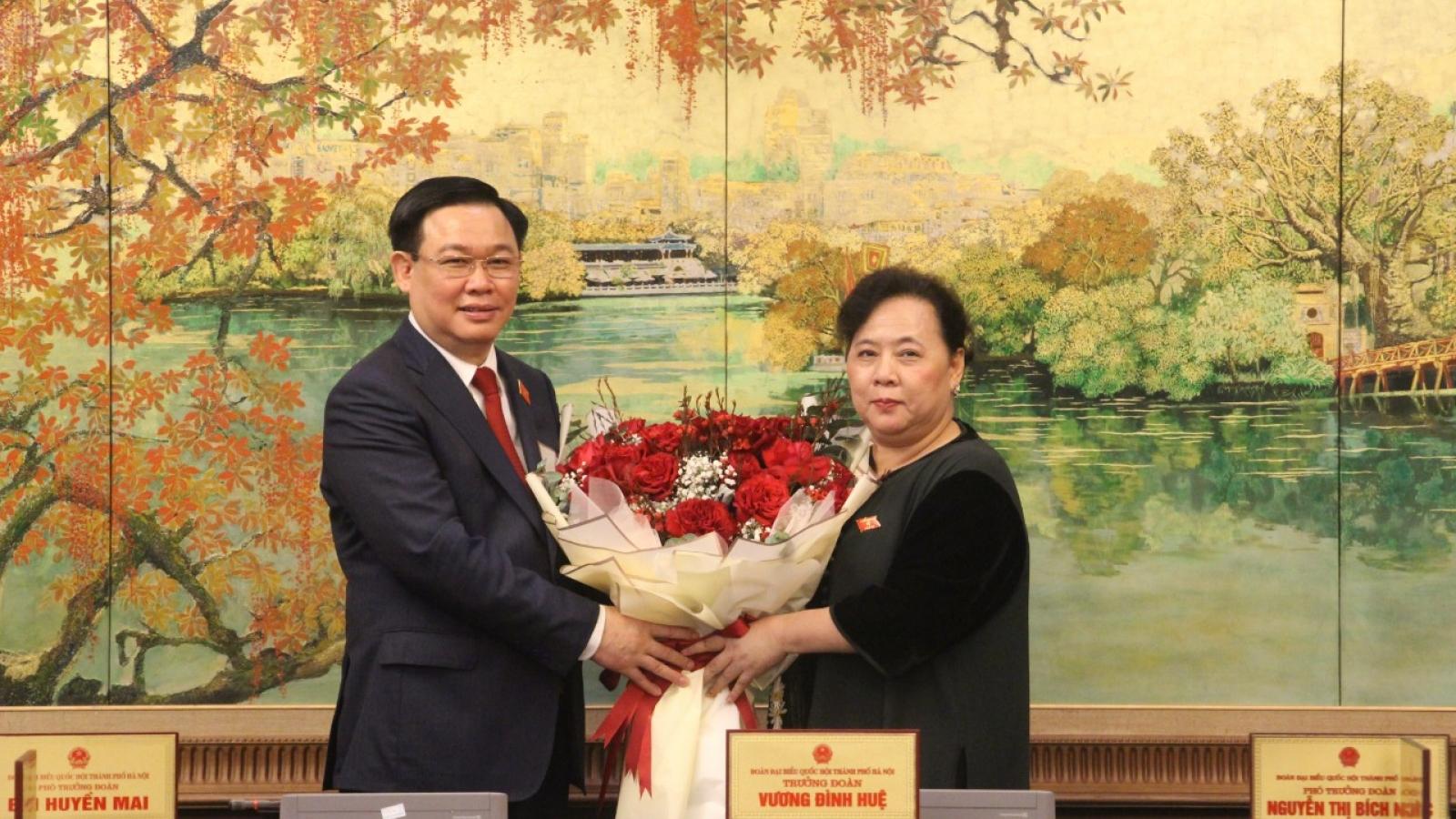Đoàn ĐBQH TP Hà Nội chúc mừng tân Chủ tịch Quốc hội Vương Đình Huệ