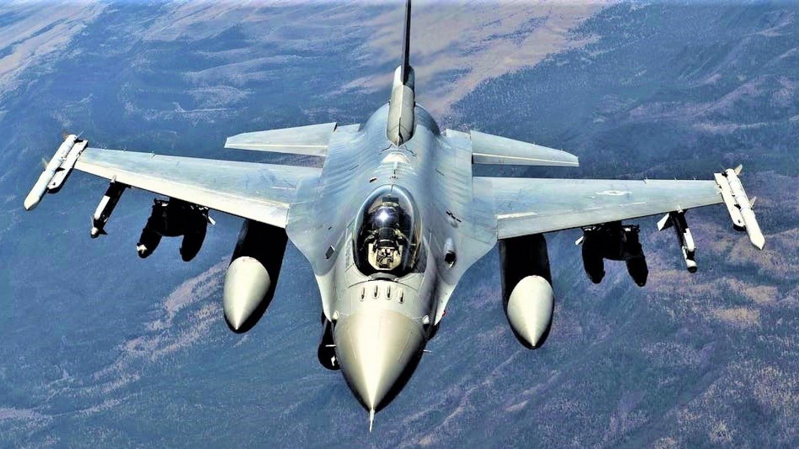 """Tiêm kích """"rắn chúa"""" F-36 Kingsnake - ứng viên thay thế F-16 Viper"""