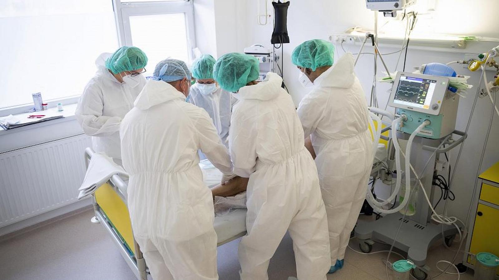 Các nhà báo Hungary yêu cầu được tác nghiệp tại cơ sở điều trị Covid-19