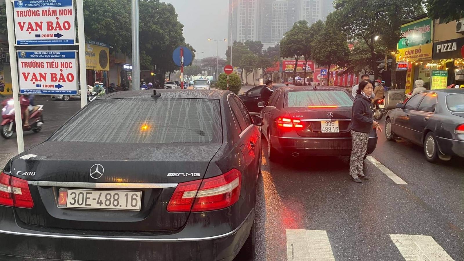 """Tạm giữ hai """"xế hộp"""" giống nhau như hai giọt nước trên đường phố Hà Nội"""