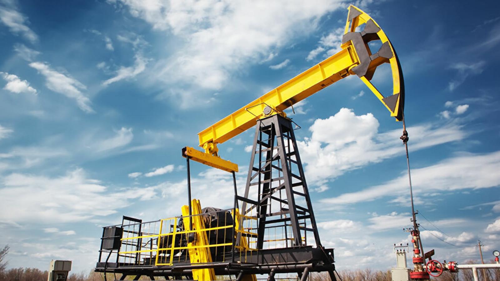 Giá dầu thô quay đầu giảm mạnh, tuột mốc 70 USD/thùng