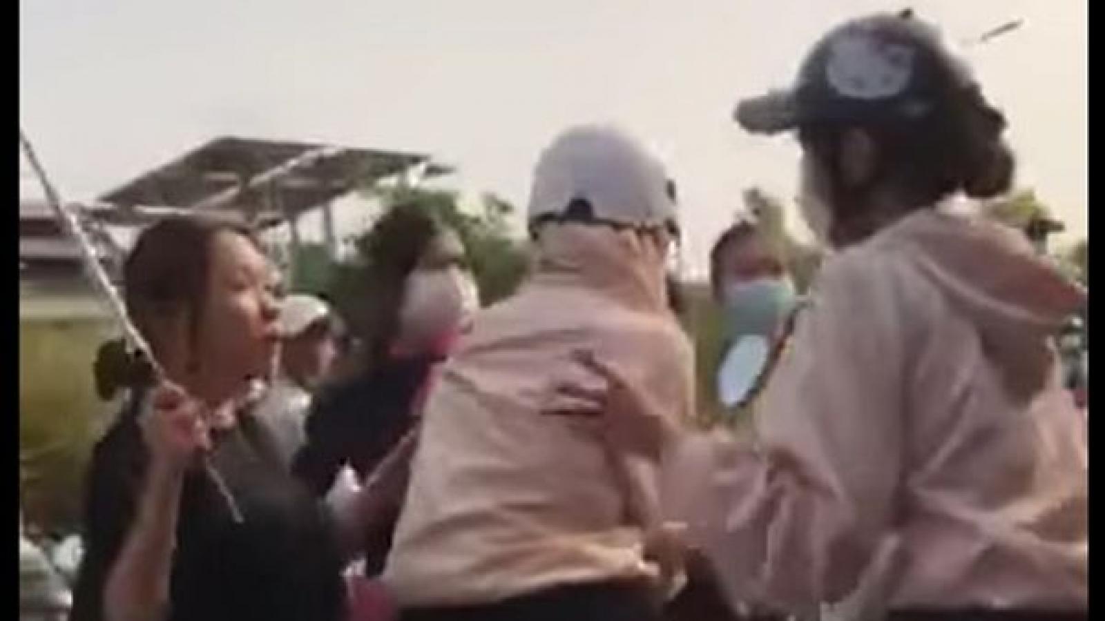 Clip nữ sinh ở Bình Phước bị đánh hội đồng phát tán trên mạng xã hội