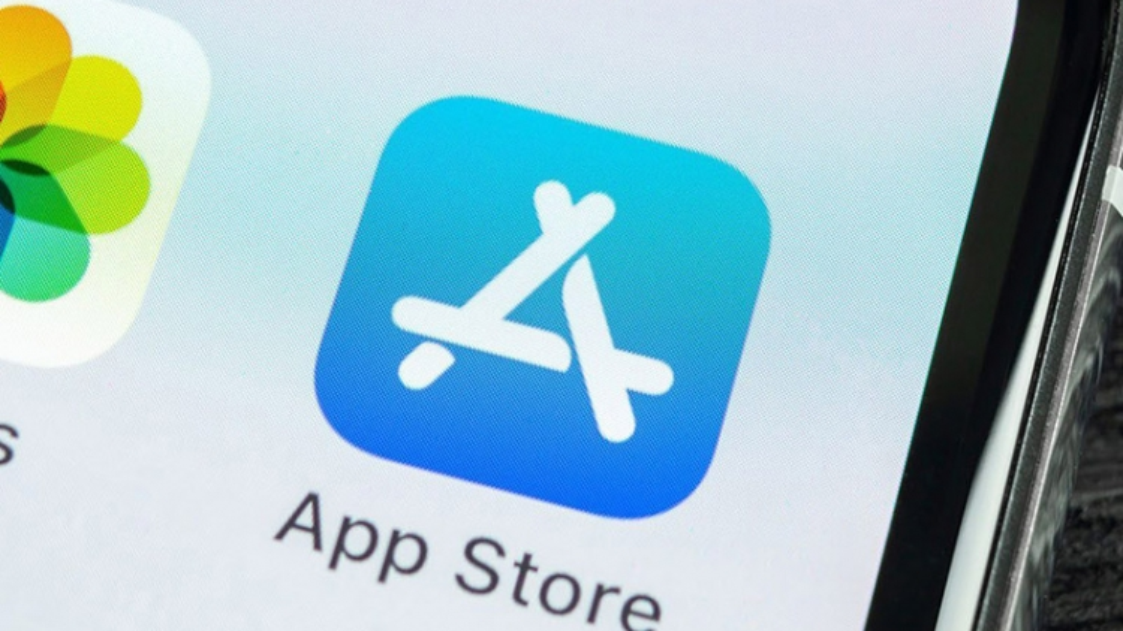 Apple App Store bị tố xếp hạng ứng dụng giả mạo