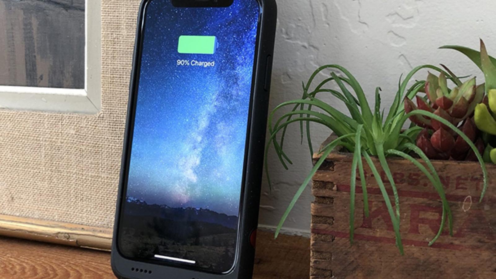 """iFan thích iPhone pin """"trâu"""" hơn là có 5G"""