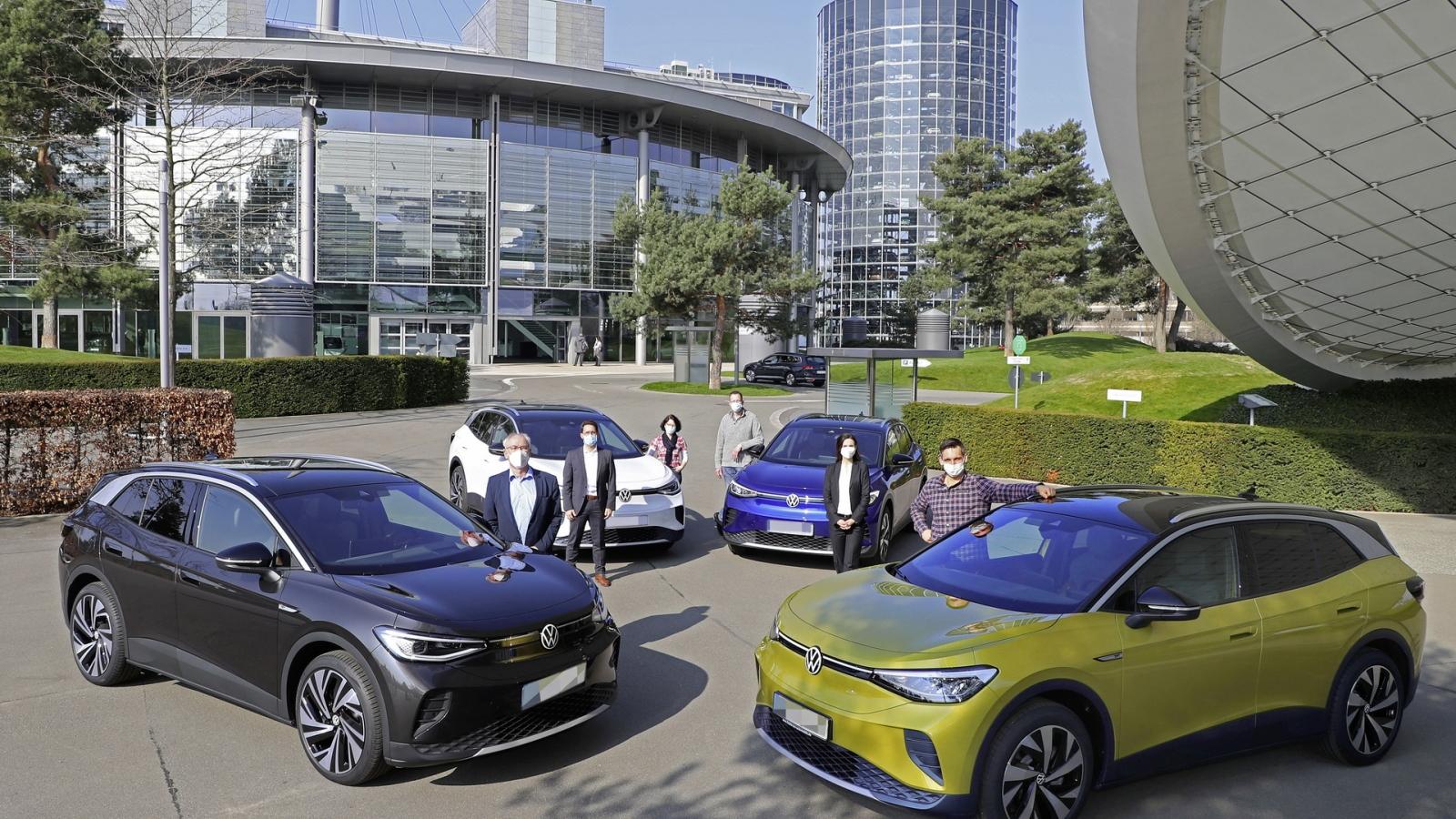 VW bàn giao những chiếc xe điện ID.4 đầu tiên cho khách hàng