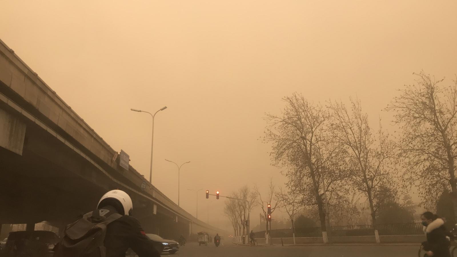 Thủ đô Bắc Kinh (Trung Quốc) chìm trong bão cát
