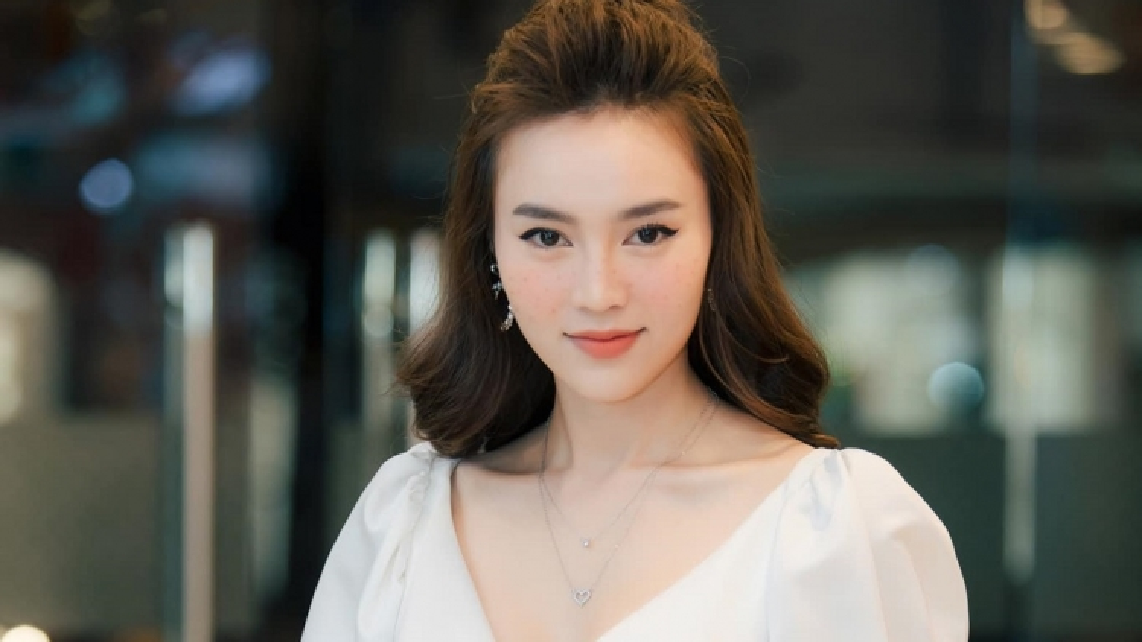 """Ninh Dương Lan Ngọc chính thức lên tiếng phủ nhận lộ clip """"nóng"""""""