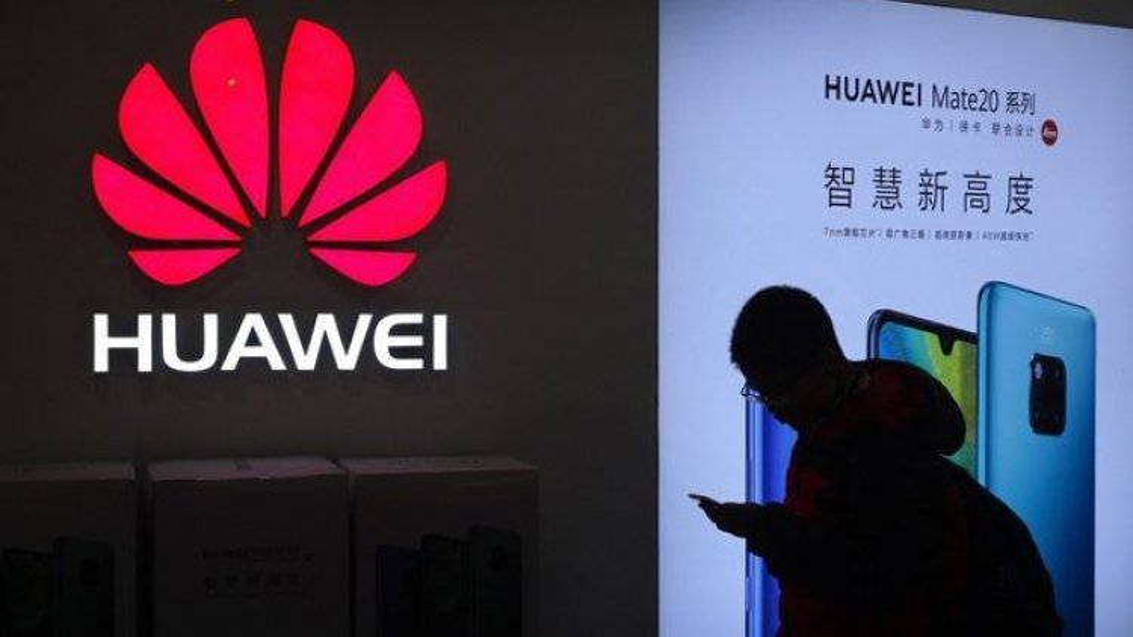 Huawei 'ra tay' với Nike và Adidas