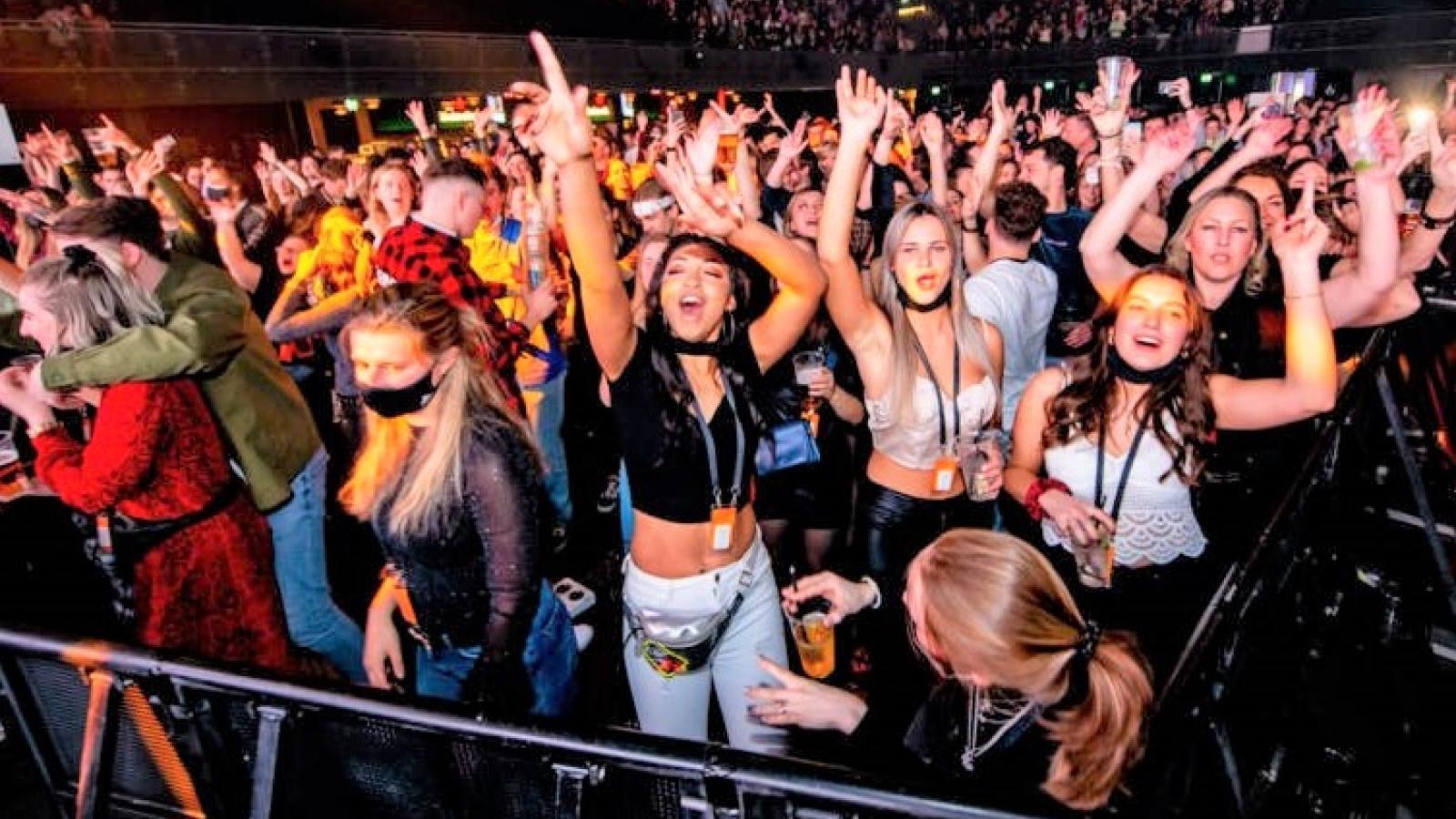 Amsterdam: 1.300 người tham gia thử nghiệm để tổ chức sự kiện trong điều kiện đại dịch