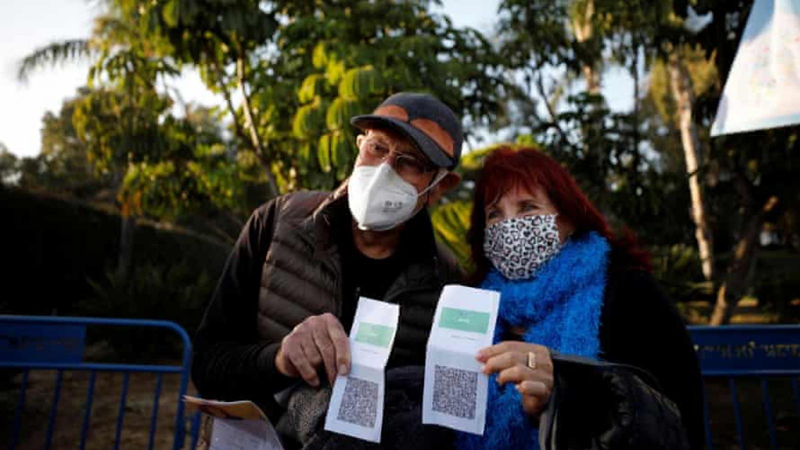 """Thẻ xanh – tấm """"hộ chiếu vaccine"""" quyền lực tại Israel hoạt động như thế nào?"""