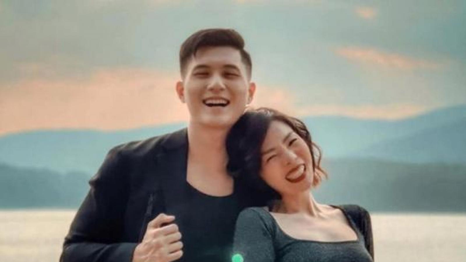 Chuyện showbiz: Lâm Bảo Châu khoe khung hình tình yêu bên bạn gái Lệ Quyên