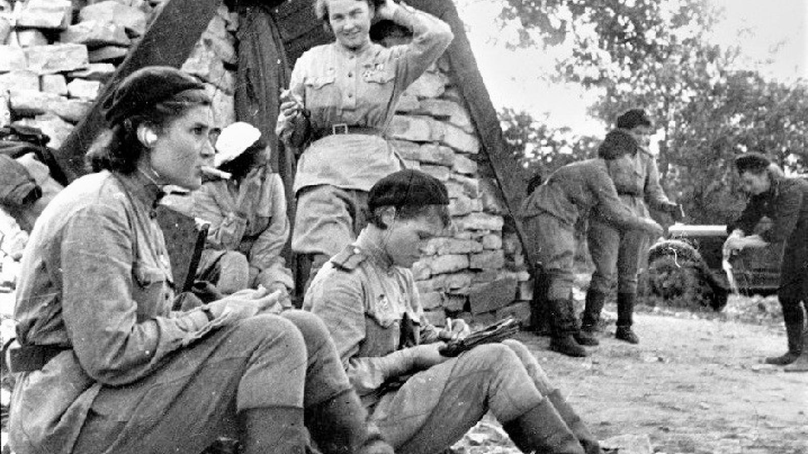 """Những nỗi khổ """"hữu danh, hữu hình"""" của các nữ quân nhân trong Chiến tranh Vệ quốc"""