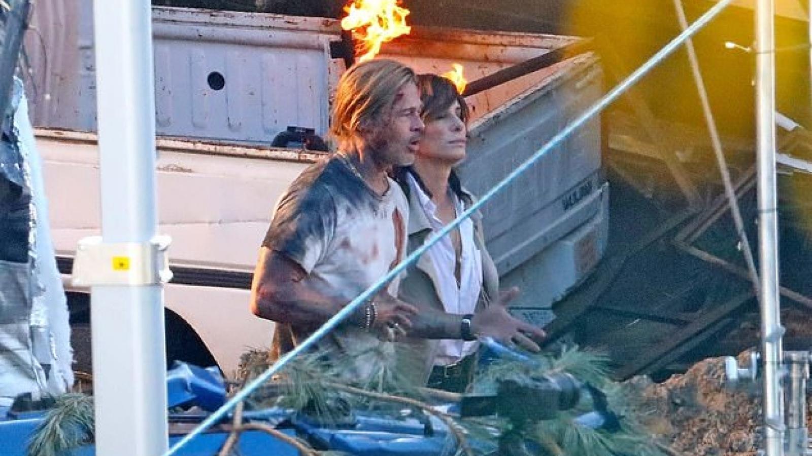 Brad Pitt xuất hiện với chiếc áo đầy máu tại phim trường
