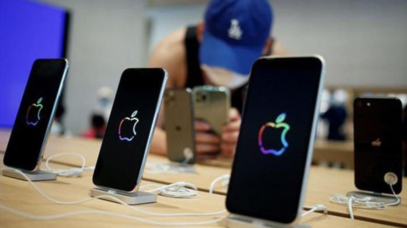 Apple lập nhóm chống phụ kiện nhái