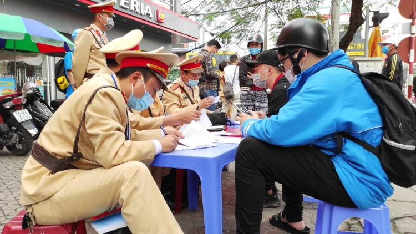 Các tỉnh Đông Bắc đồng loạt ra quân xử lý vi phạm nồng độ cồn, ma túy
