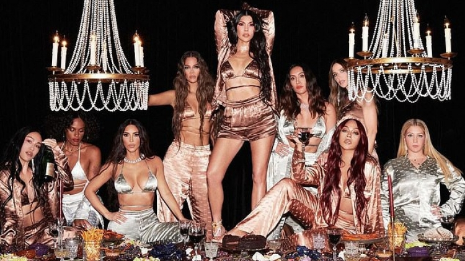 Kim Kardashian khoe vòng 1 bốc lửa với sản phẩm nội y mới