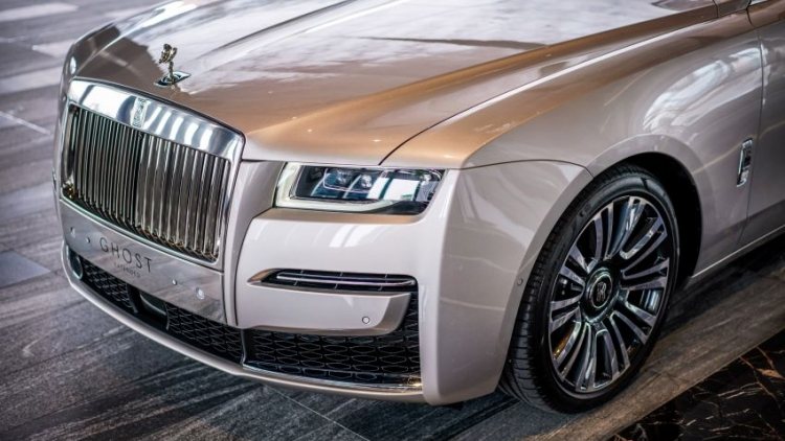 Rolls-Royce Ghost 2021 được trang bị những công nghệ hiện đại nào?