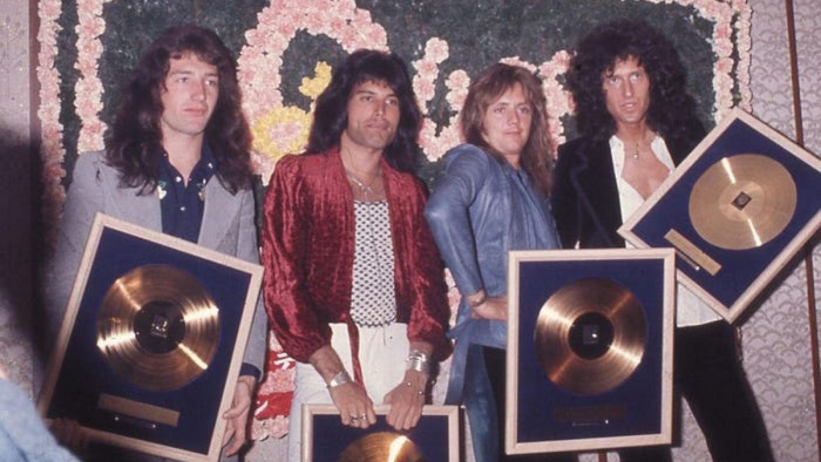 Những bức ảnh đáng nhớ về Queen khiến người hâm mộ bồi hồi kỷ niệm