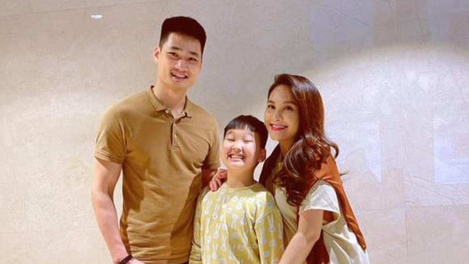 Chuyện showbiz: Bảo Thanh khoe ảnh gợi cảm, để lộ bụng bầu ở tháng cuối thai kỳ