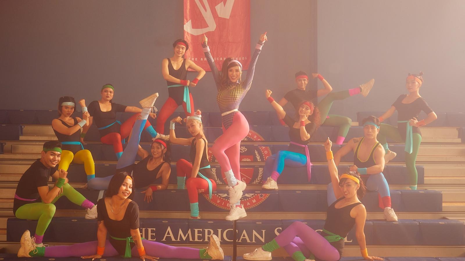 """Trang Pháp khoe vũ đạo điêu luyện trong """"Turn up the fire"""""""