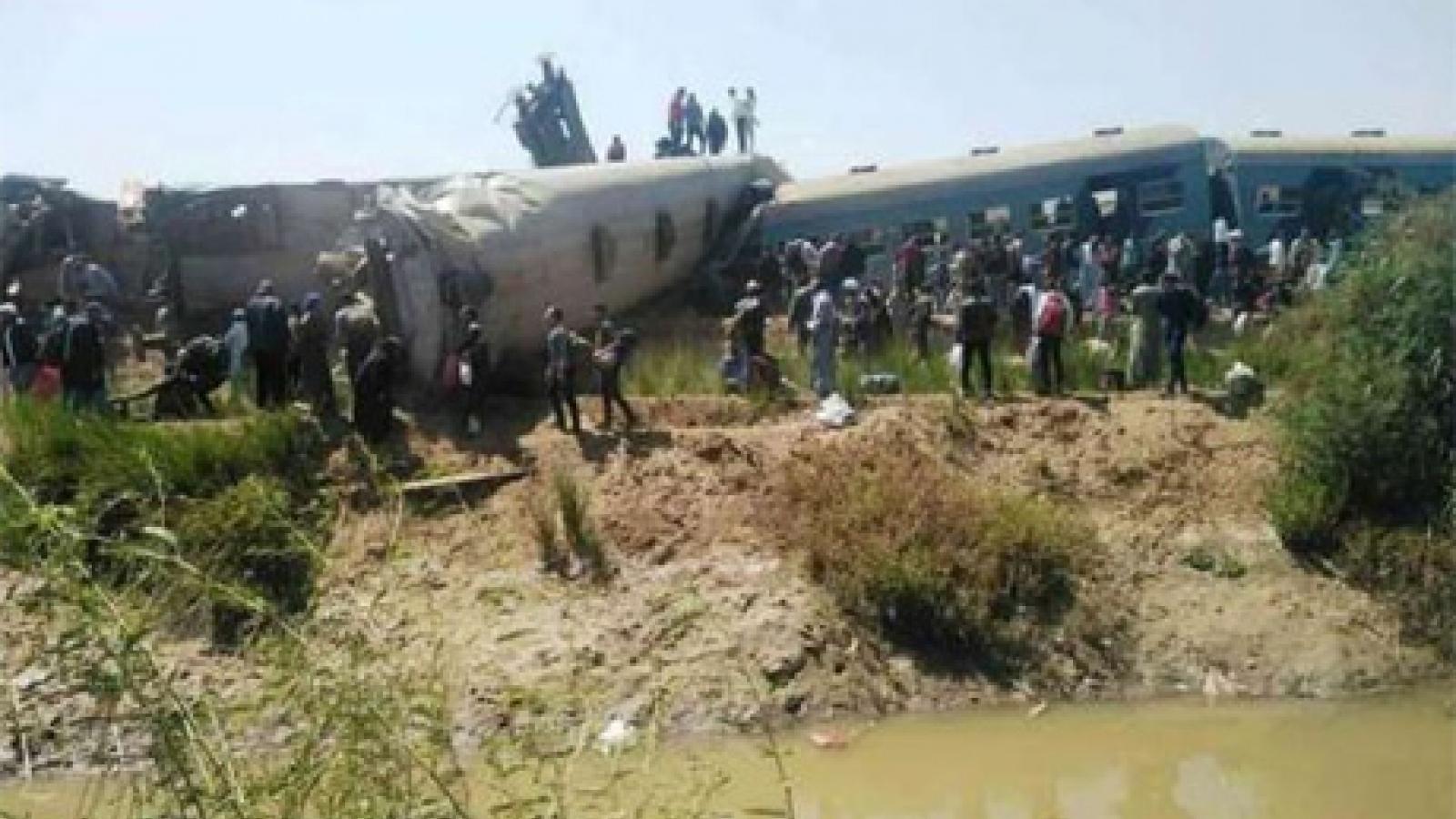 Tin mới nhất về tai nạn tàu thảm khốc ở Ai Cập: Ít nhất 32 người thiệt mạng