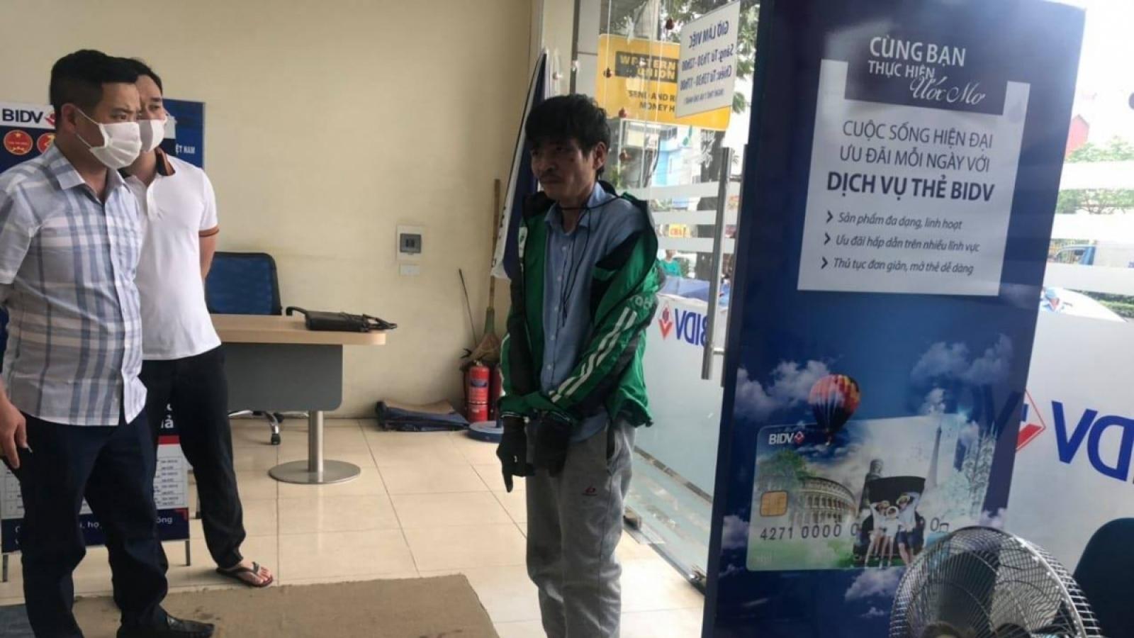 Khởi tố kẻ dùng mìn giả cướp ngân hàng ở Hà Nội