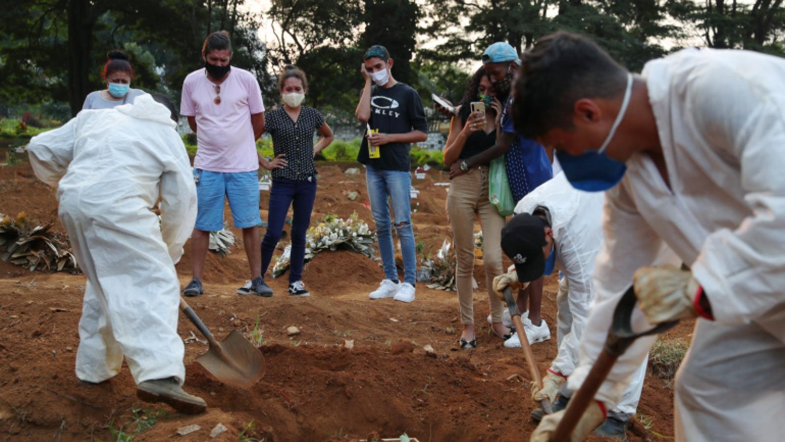 Brazil vượt mốc 300.000 ca tử vong do dịch Covid-19