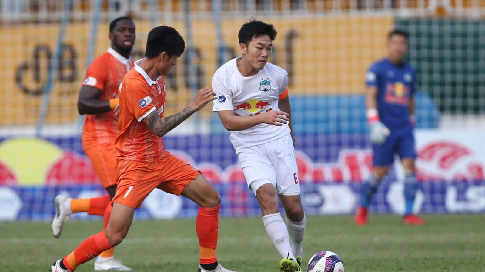 Đá bù vòng 3 V-League 2021: HAGL vất vả hạ Bình Định, ĐKVĐ Viettel thắng trận đầu